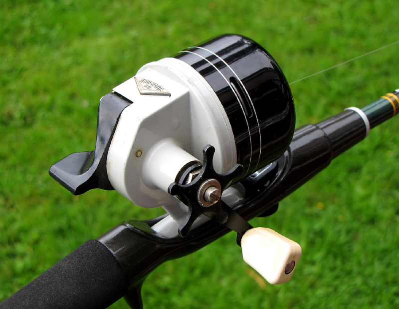 How To Use A Spincast Reel The Easy Push Button Method